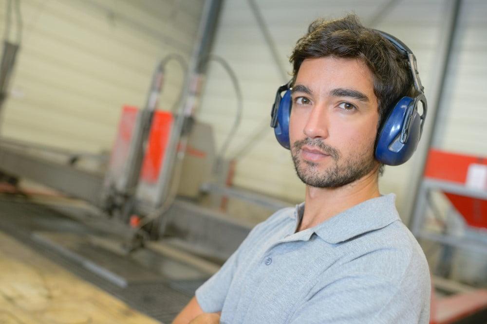 Find en dygtig håndværker til støjdæmpning af arbejdspladsen